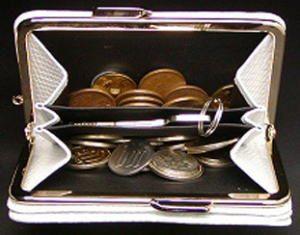 口金付き、小銭出し入れ楽々折り財布で金運アップ