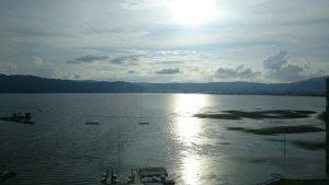 ホテル紅やの部屋から見る諏訪湖