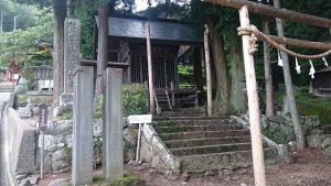 蚕玉神社の御柱