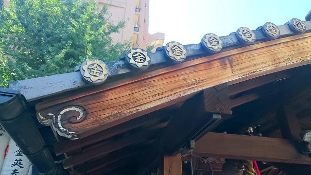 御金神社の瓦紋はマル金