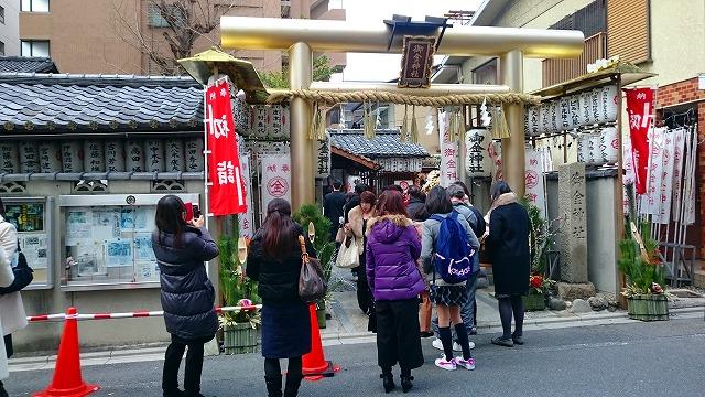 御金神社に金運祈願の初詣に2時間半の行列