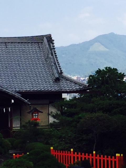 建勲神社と大文字