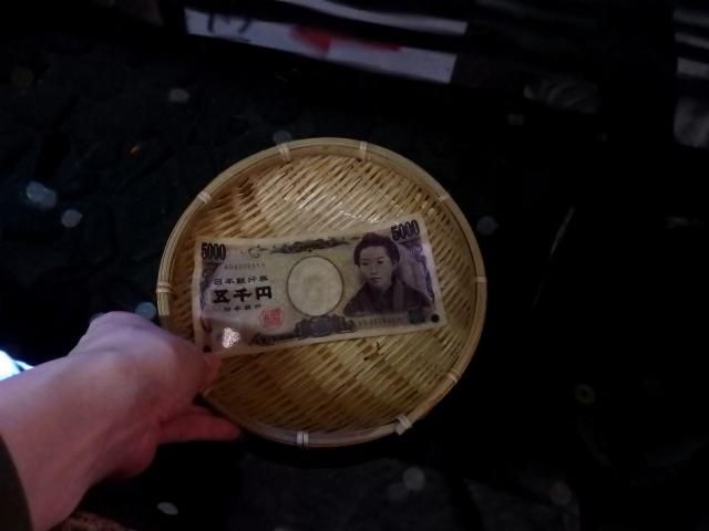 銭洗弁財天宇賀福神社でお金を洗う