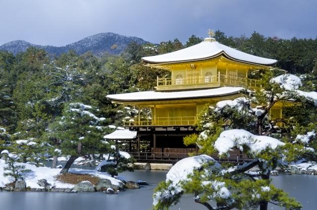 京都で不動明王にお参りする金閣寺
