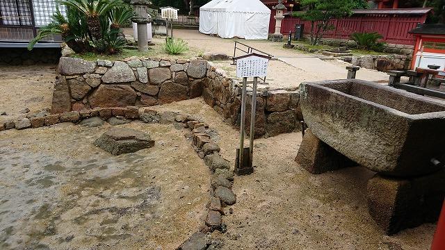 厳島神社の卒塔婆石