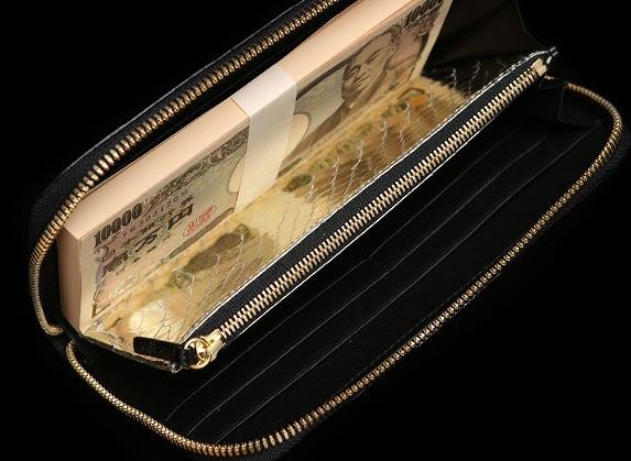 お札が黄金色に輝くミリオン財布