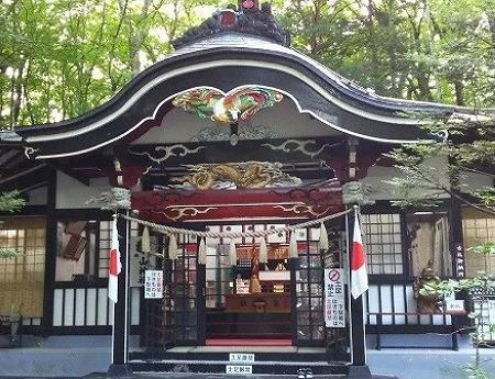 新屋山神社のご祭神