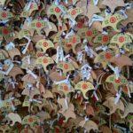 御金神社に金運初詣 2時間半の行列と金ピカの鳥居と絵馬の数に唖然