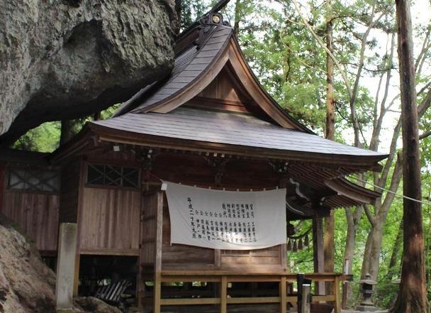 中之嶽神社の拝殿