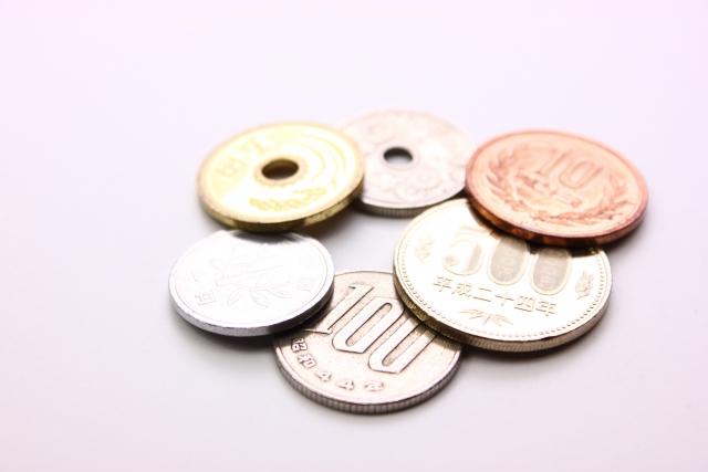 小銭を拾う