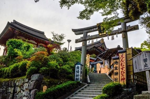 京都の地主神社で縁結び