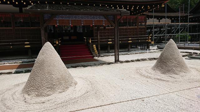 >細殿前の立砂の周辺がパワースポット