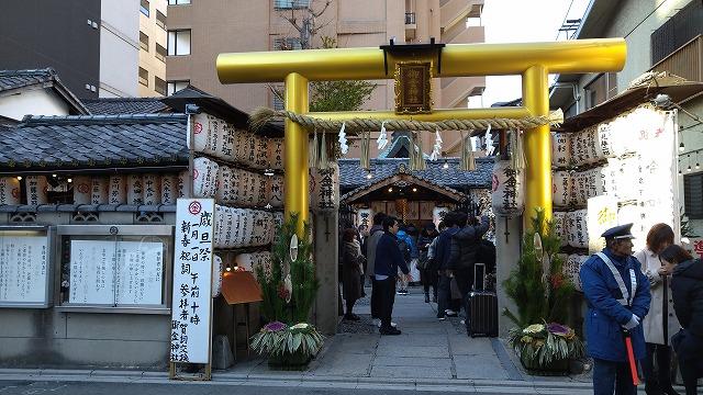 金運で有名な御金神社